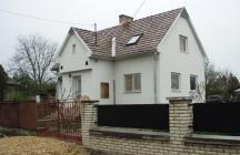 Családi ház tetőtér beépítéssel. Az volt a megrendelői igény hogy az épület ne legyen nagy.    tervező: Lukács Róbert Bicske     www.epitestervezo.hu      www.bauszter.hu