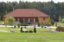 Farm lakóépülete az erdő szélén.     tervező: Lukács Róbert Bicske     www.epitestervezo.hu      www.bauszter.hu